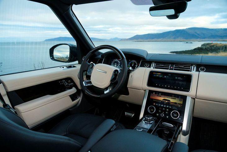 Ökumaður og farþegar í Range Rover Autobiography eru á fyrsta farrými í flestum eða öllum ...