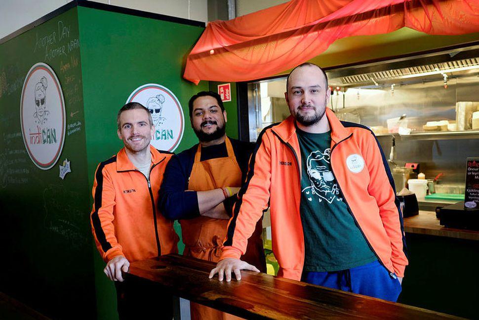Haukur Hólmsteinsson, Arjun Singh og Guðmundur Gunnlaugsson við Indican.