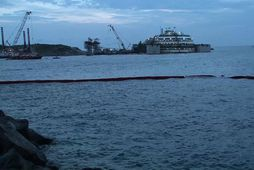 Costa Concordia flýtur á ný