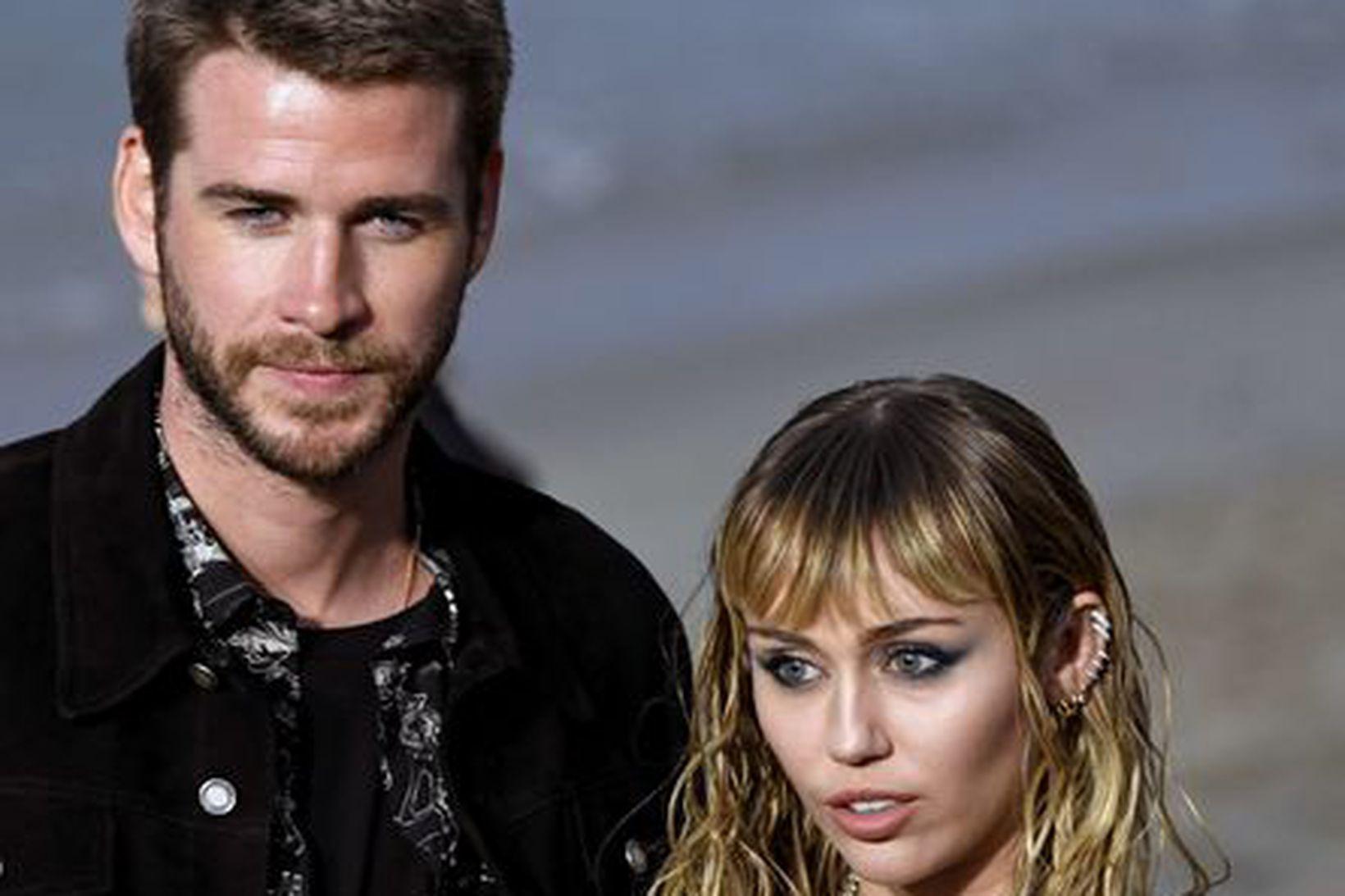 Liam Hemsworth og Miley Cyrus í byrjun júní á þessu …