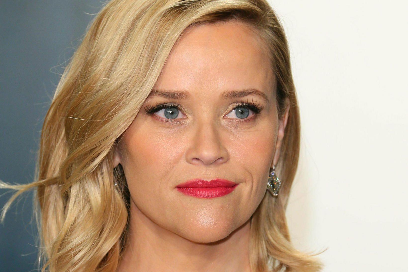 Reese Witherspoon er heima ásamt eiginmanni og þremur börnum.