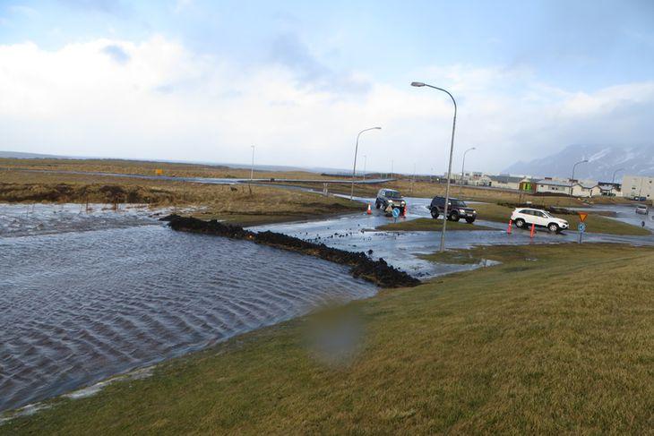 Við Klappartorg í Mosfellsbæ hefur verið byggð stífla.