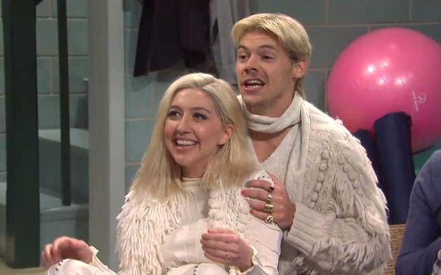 Heidi Gardner og Harry Styles í hlutverkum Dísu og Magnúsar.