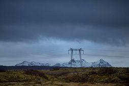 Áfram eru takmarkaðir afhendingarmöguleikar raforku á austanverðu Suðurlandi og í Vestmannaeyjum þar sem ekki hefur …