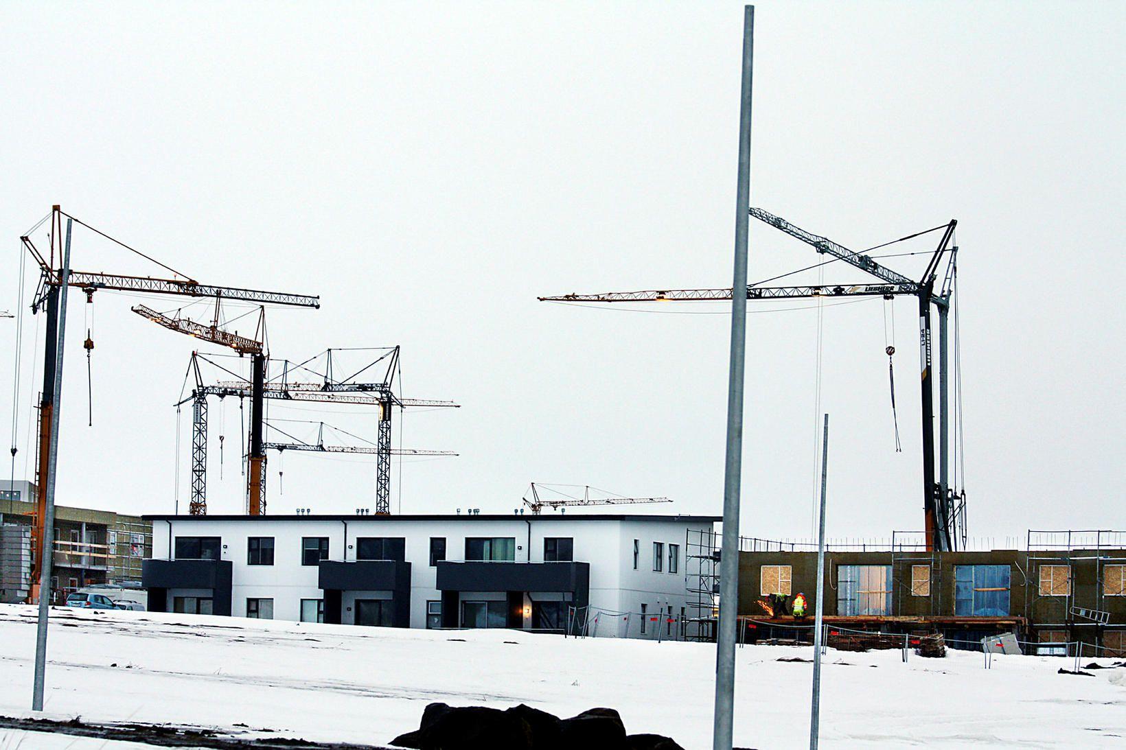 Framkvæmdir við Hagahverfi ganga samkvæmt áætlun en þar verður þjónustusvæði, …