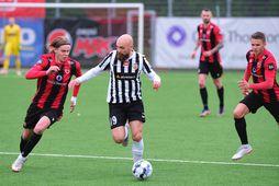 Erlingur Agnarsson og Kristinn Jónsson eigast við á Víkingsvellinum í kvöld.