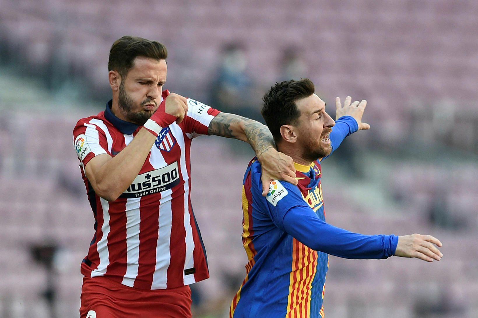 Saúl Níguez í baráttunni við Lionel Messi.