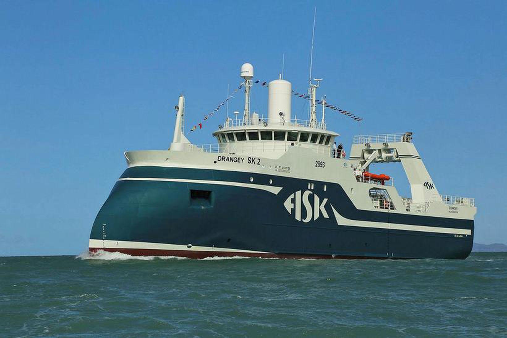 Drangey siglir inn Skagafjörðinn. Skipið kom með 126 tonn af …