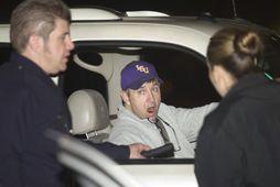 Jamie Spears, faðir Britneyjar talar við lögreglumenn utan við sjúkrahúsið, sem dóttir hans var flutt …