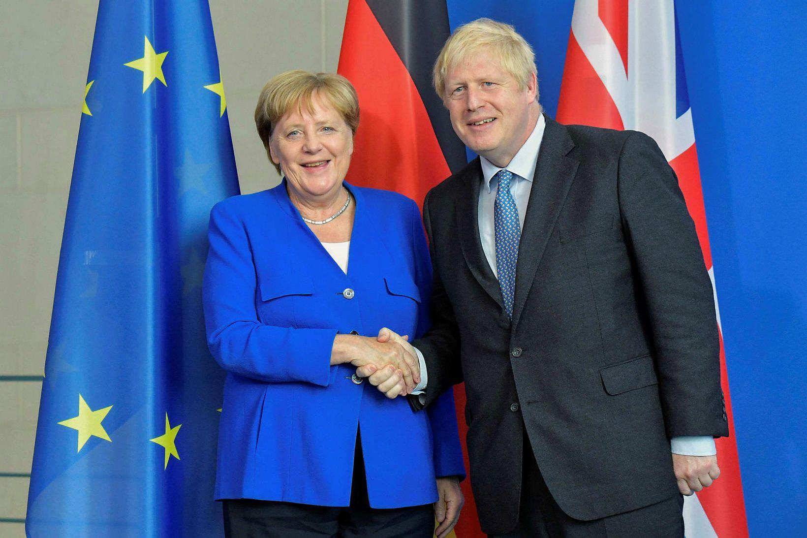 Angela Merkel, kanslari Þýskalands, og Boris Johnson, forsætisráðherra Bretlands, þegar …