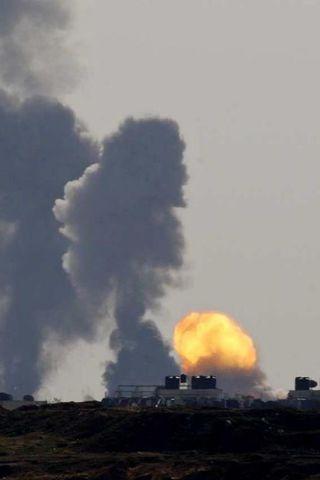 Sprengjum Ísraela rigndi yfir Gaza-svæðið í dag.
