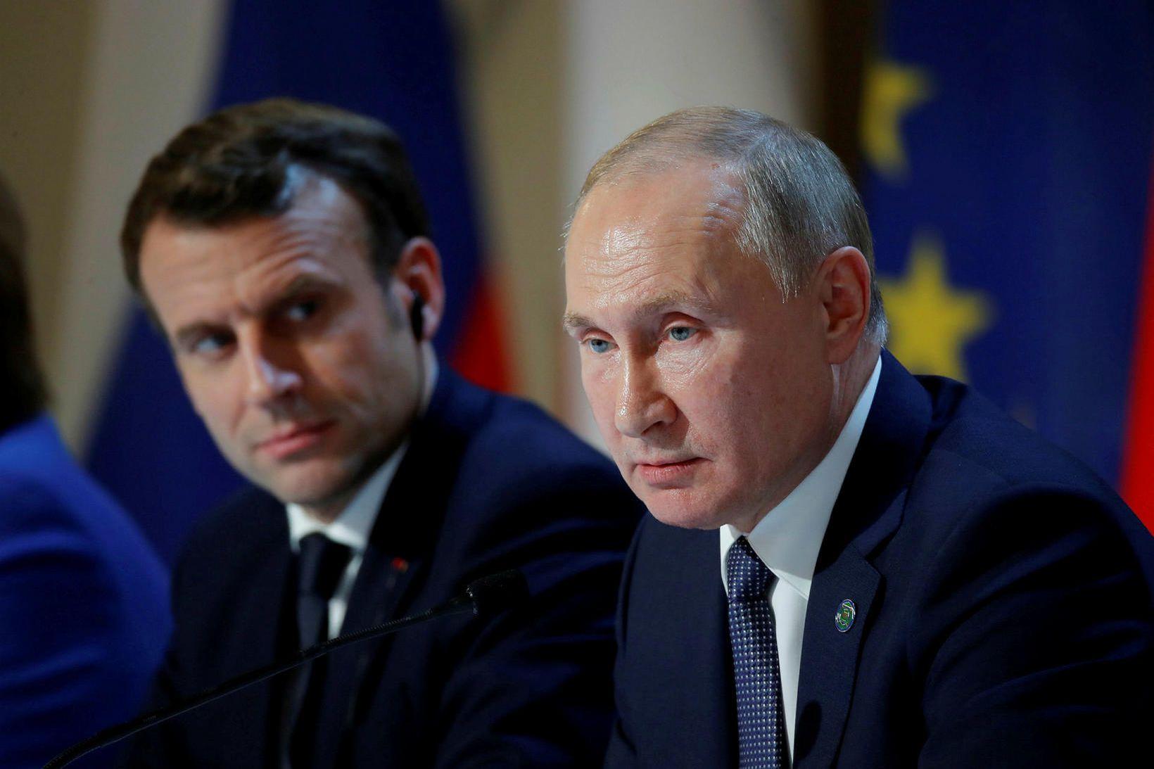 Macron og Pútín í París í gær.