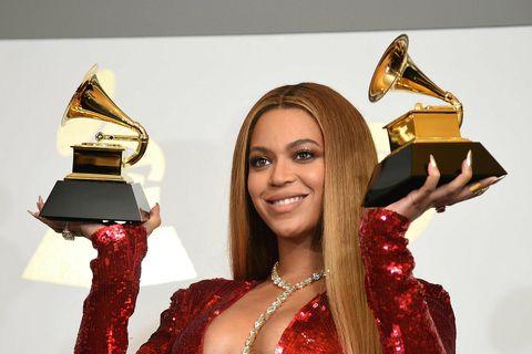 Sir John er þekktur fyrir að farða Beyoncé.