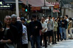 Kjósendur hafa flykkst á kjörstaði í Hong Kong í dag.