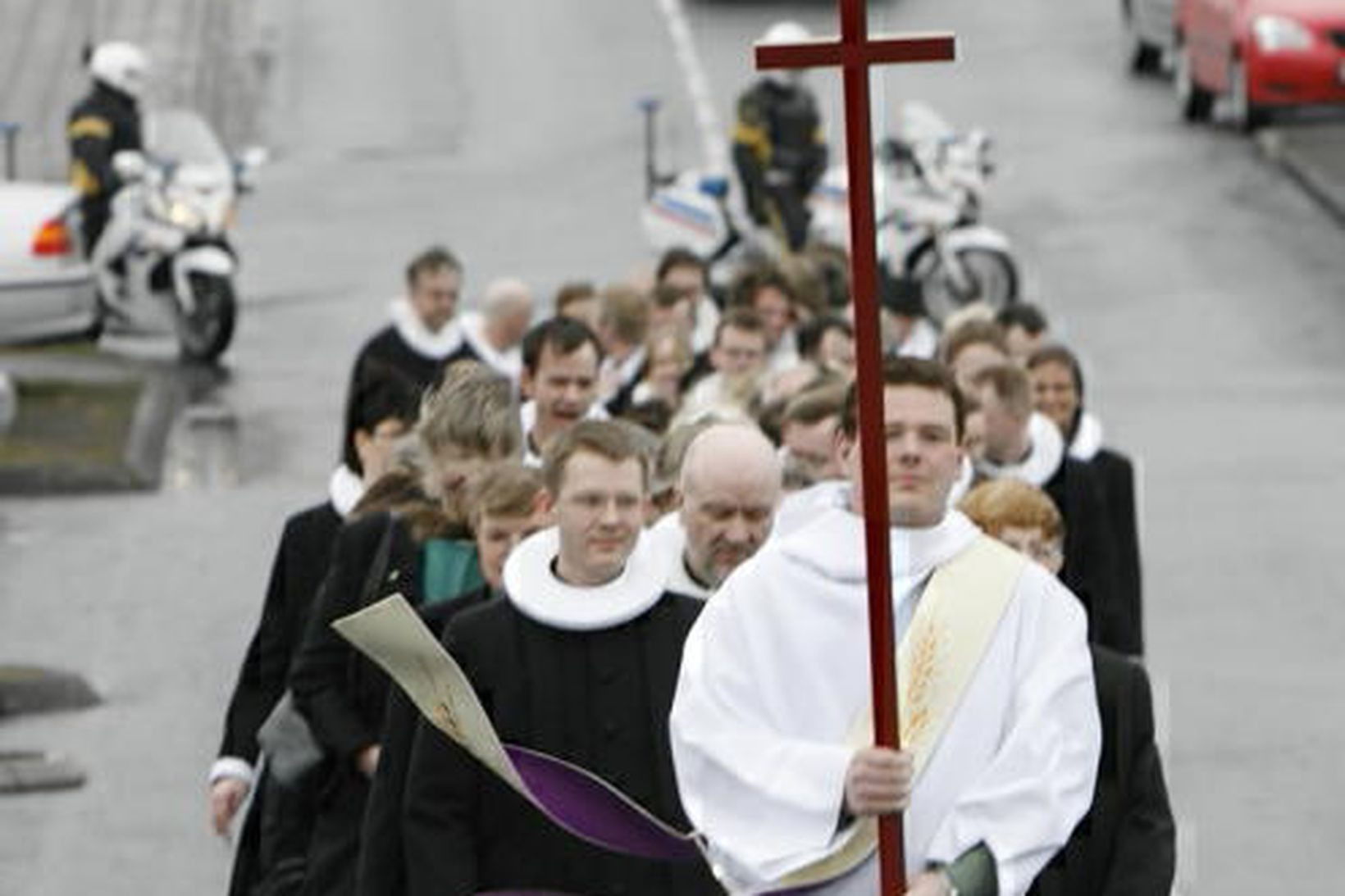 Starfsmenn Þjóðkirkjunnar verða beðnir að heimila aðgang að sakaskrá sinni. …