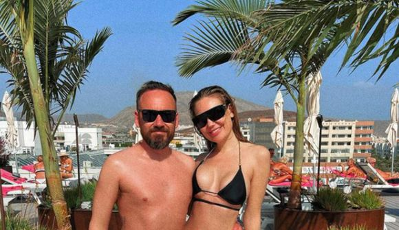 Manuela og Eiður í sólinni á Tenerife