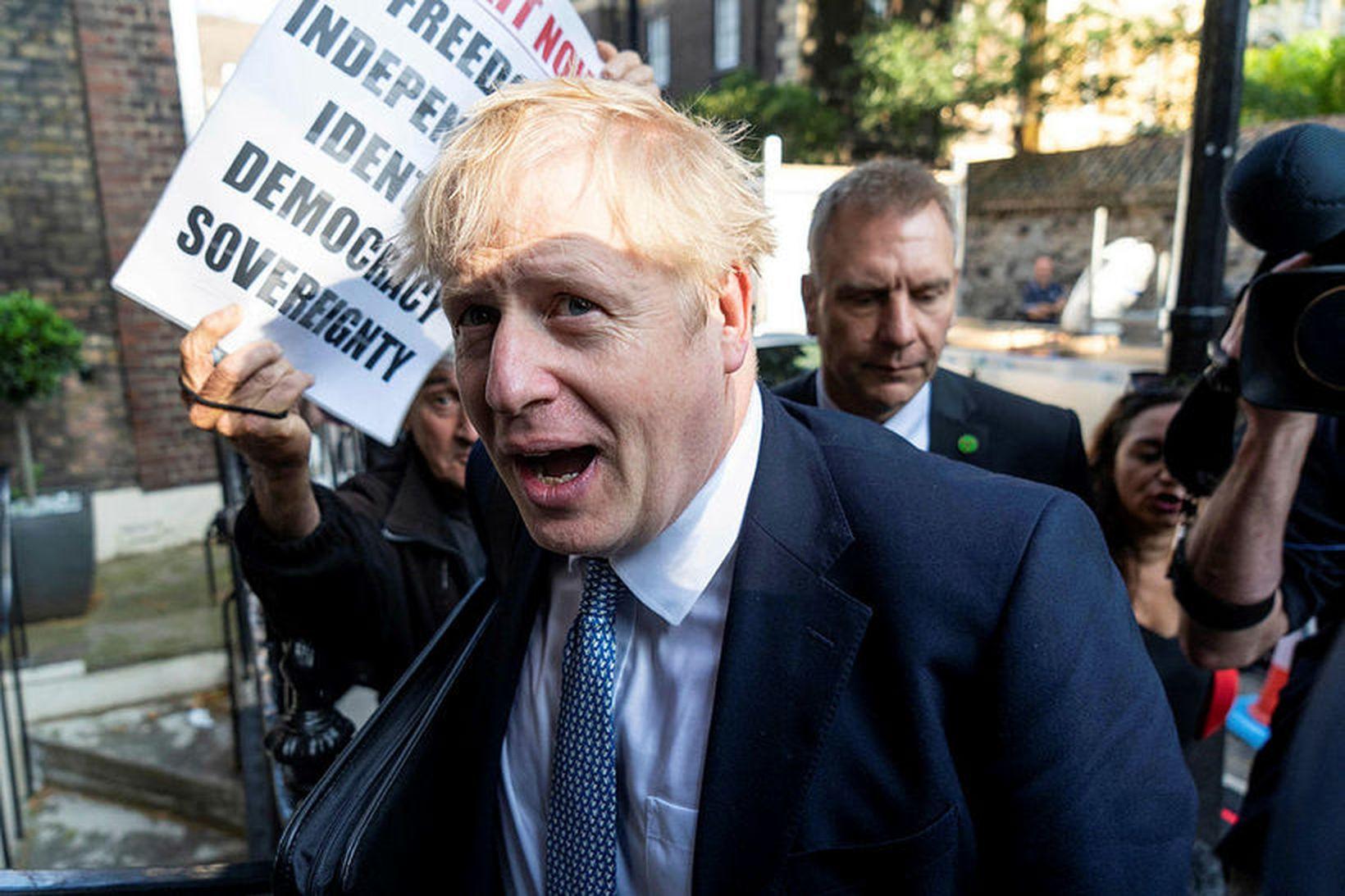 Boris Johnson, forsætisráðherra Bretlands, hefur tekið umdeilda ákvörðun.
