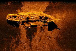 Flak MH370 hefur ekki fundist en við leitina fannst m.a. þetta skipsflak á hafsbotni í ...