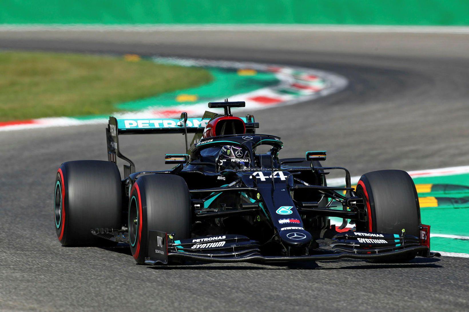 Lewis Hamilton á ferð í tímatökunni í Monza.