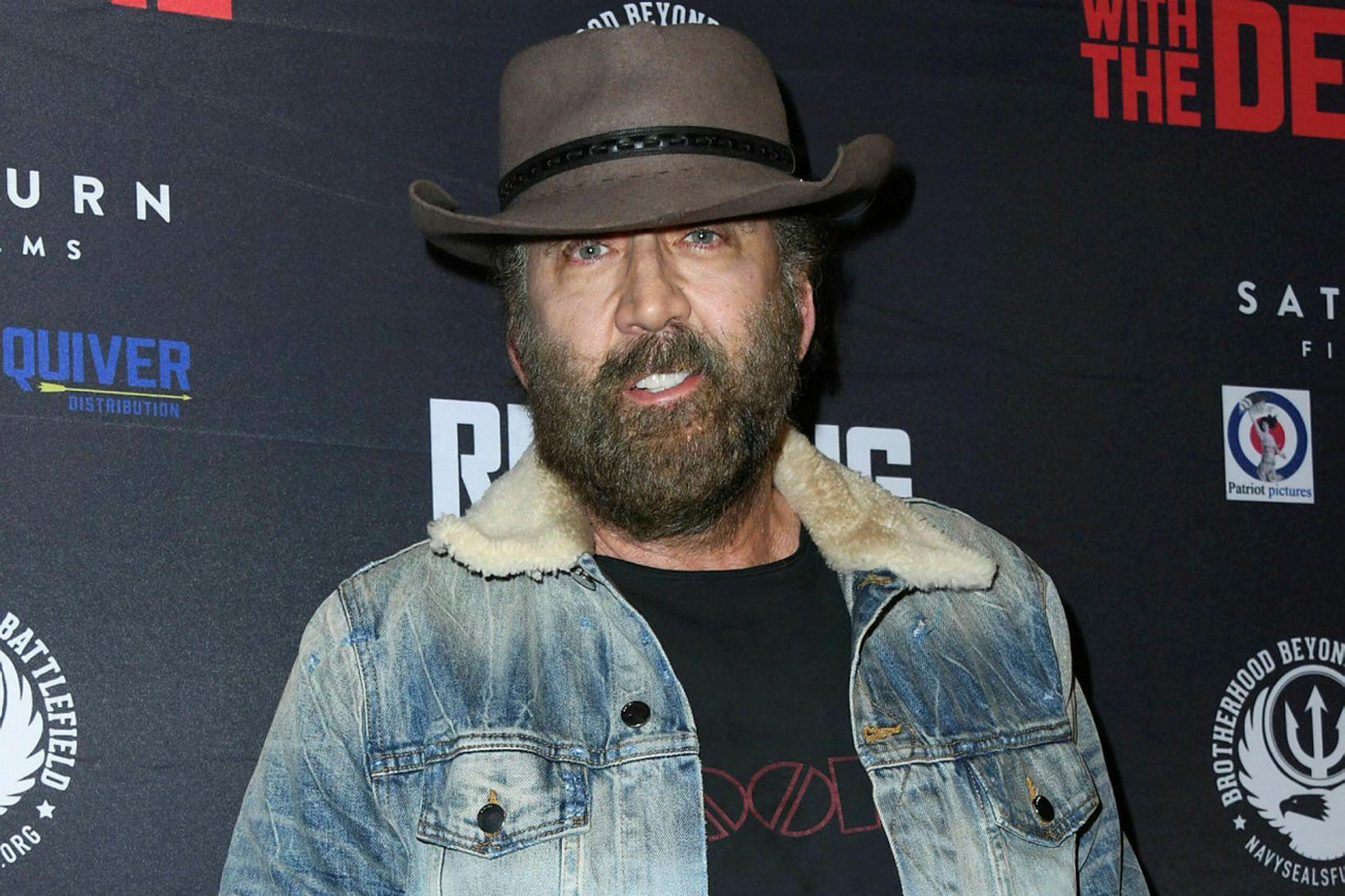 Nicolas Cage með mikið skegg í september.