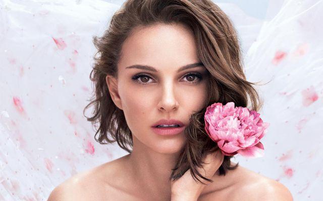 Natalie Portman er andlit nýjasta ilmvatnsins frá Dior sem nefnist Miss Dior Rose N´Roses.