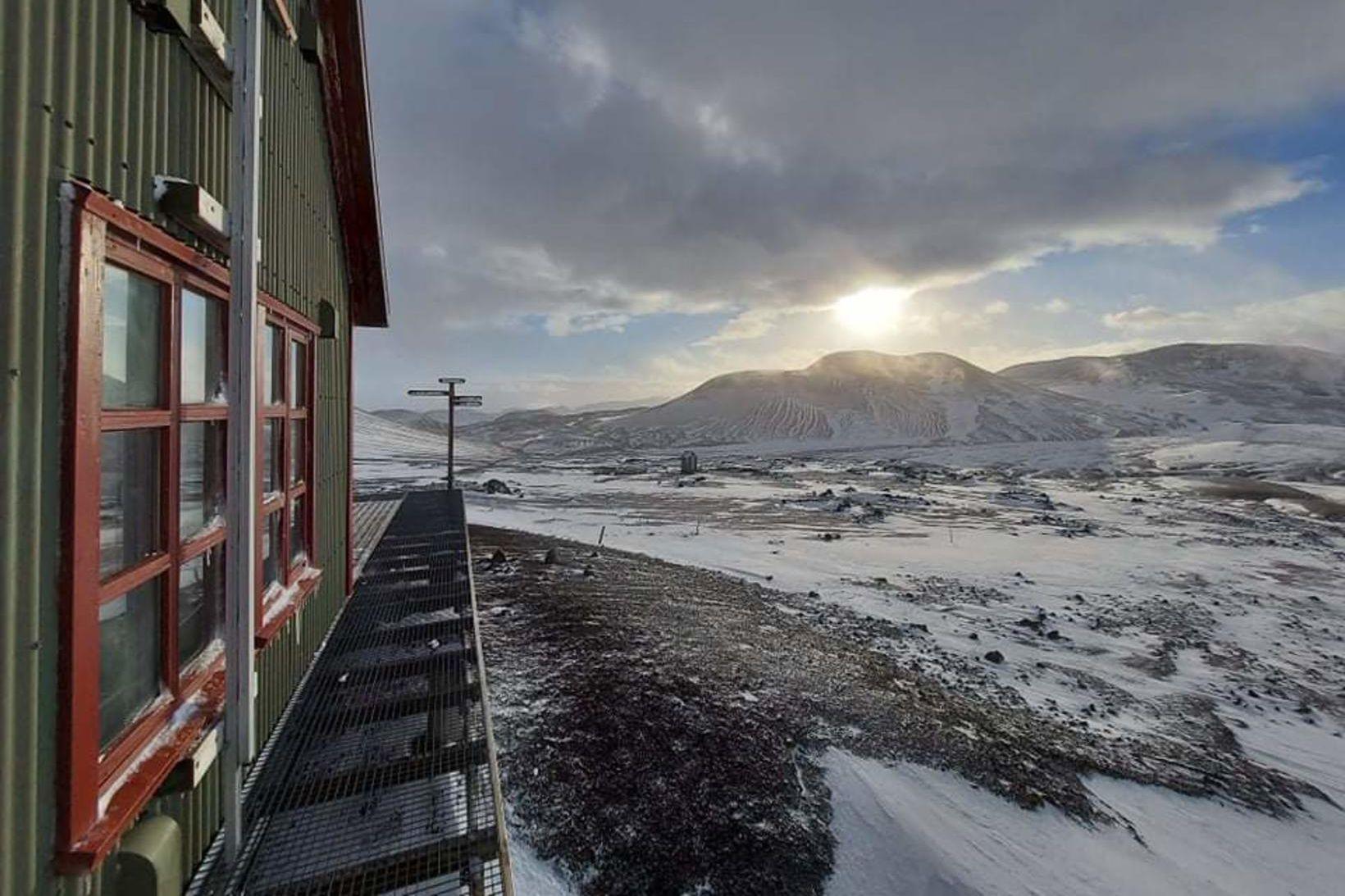 Búið er að loka og læsa skálum FÍ á Laugaveginum, …