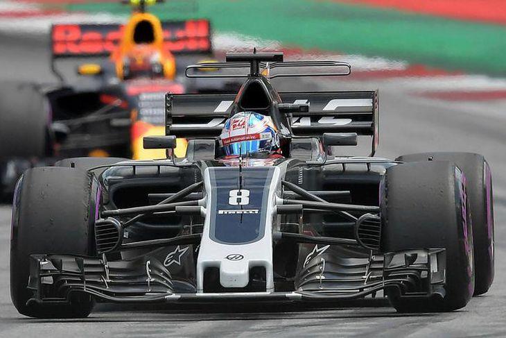 Romain Grosjean hjá Haas stóð sig vel en varð fyrir bilun í lokalotu tímatökunnar.