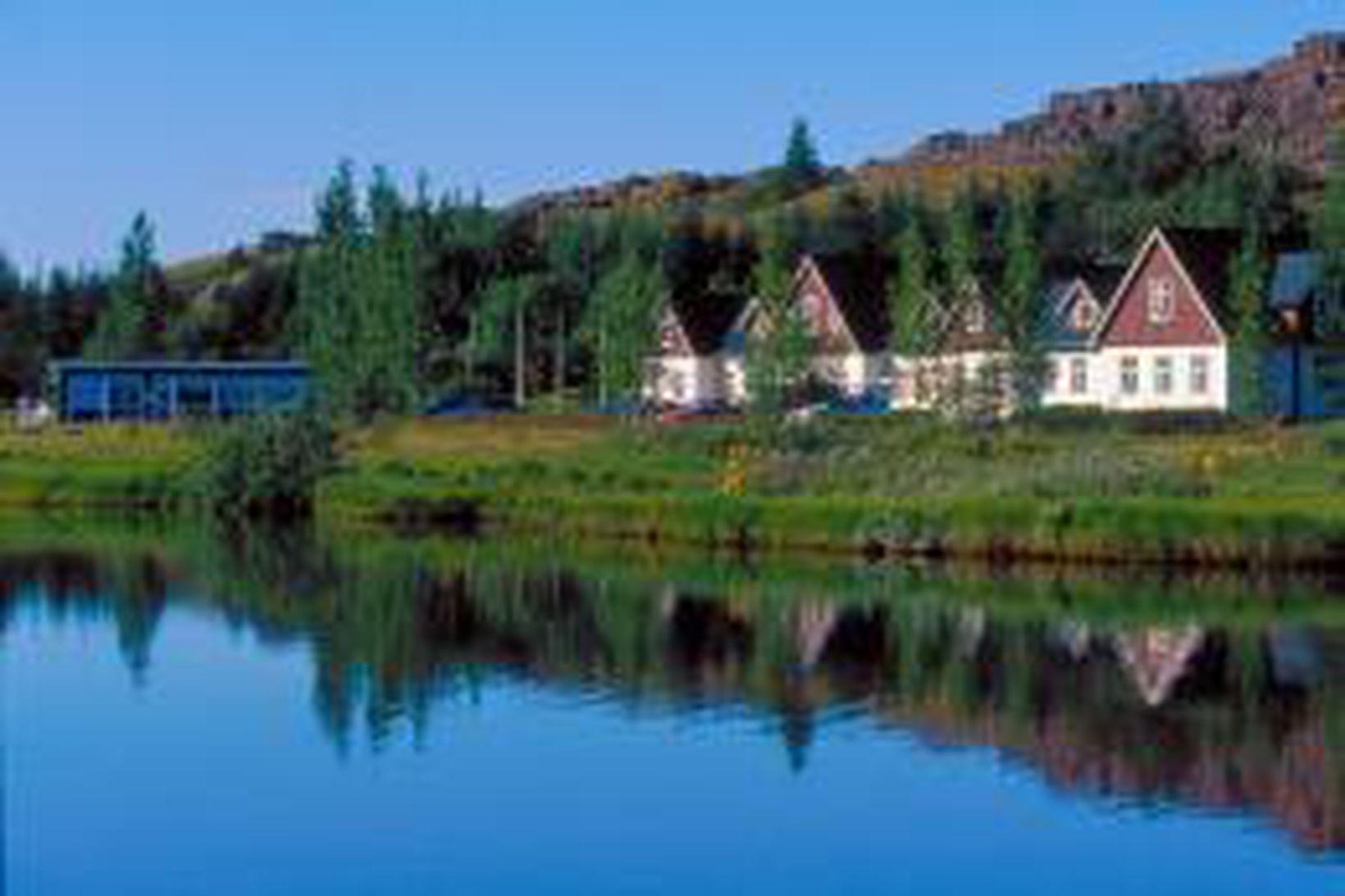 Valhöll á Þingvöllum brann til kaldra kola 10. júlí 2010. …