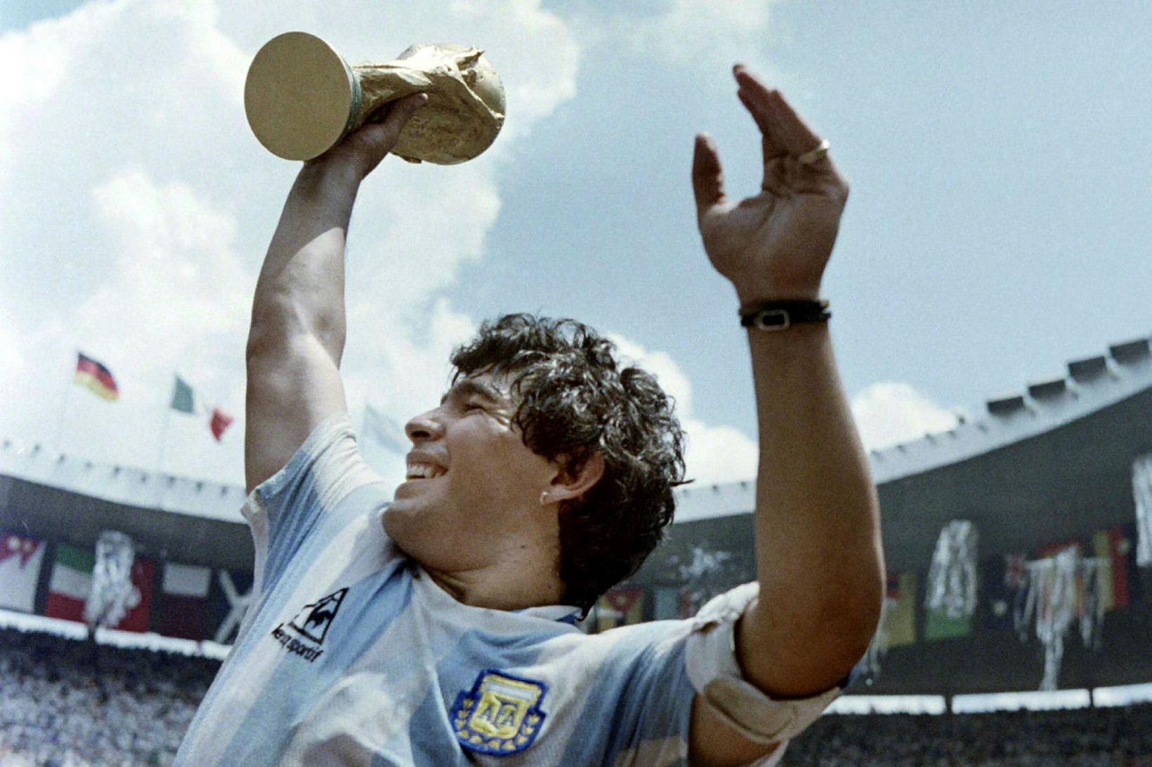 Diego Armando Maradona skráði nafn sitt á spjöld sögunnar þegar …