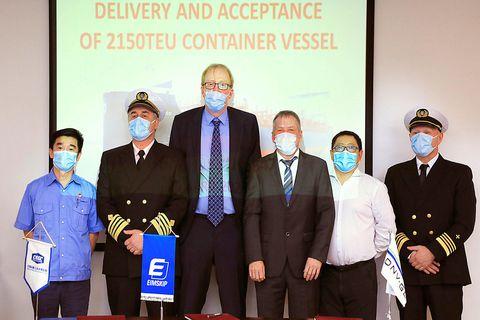 Captain Bragi Björgvinsson, Jóhann Steinar Steinarsson, manager of Eimskip's operations, Gunnar Steingrímsson, engineer, and representatives of the Chinese shipyard.