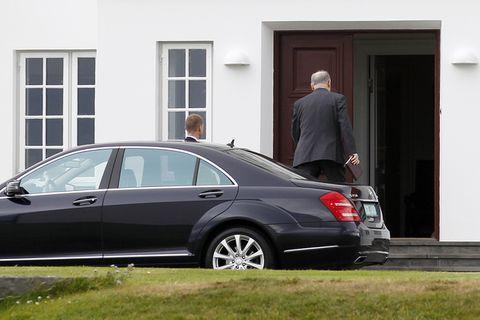 Ambassador Vasiliev arriving at Bessastaðir, the official residence of the President of Iceland.