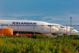 Max þotur kyrrsettar á Keflavíkurvelli. Icelandair vill losna undan kaupskyldu á tegundinni frá Boeing.