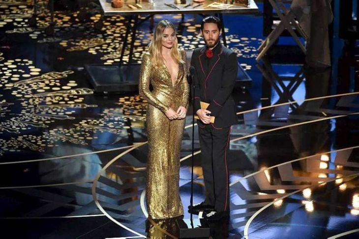 Margot Robbie og Jared Leto afhentu verðlaun fyrir förðun.