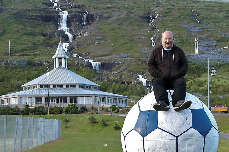 Dirk Harten, on the ball, at Eskjuvöllur field, Eskifjörður, the East Fjords.