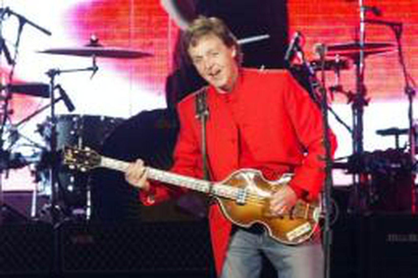 Paul McCartney á tónleikum í Portúgal um helgina.