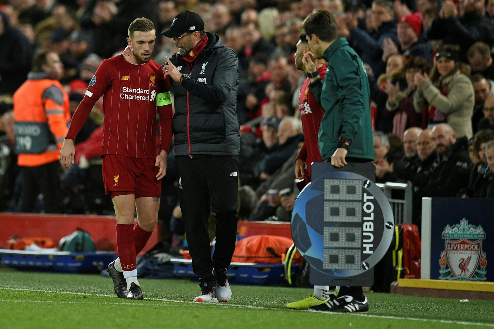 Jürgen Klopp og Jordan Henderson fá Brighton í heimsókn á …