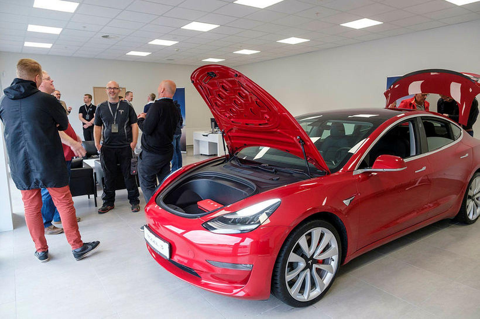 Tesla opnaði þjónustumiðstöð á Íslandi í morgun.