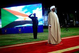 Omar al-Bashir lýsti yfir neyðarástandinu í beinni sjónvarpsútsendingu.