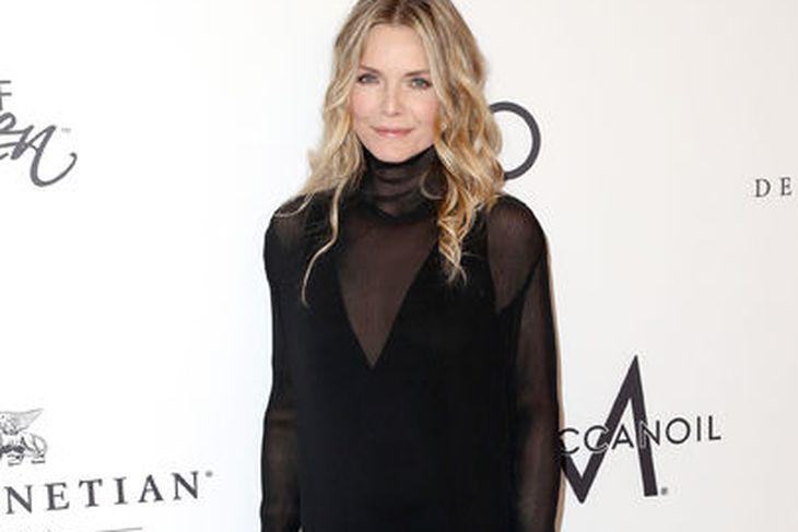 Michelle Pfeiffer er sextug á árinu. Hún lítur betur út ...