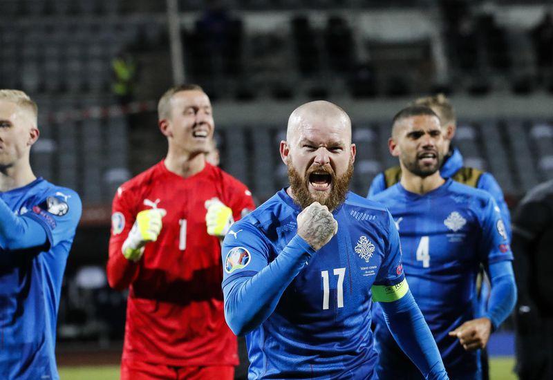 Aron Einar Gunnarsson, captain of the Icelandic team, celebrates victory.