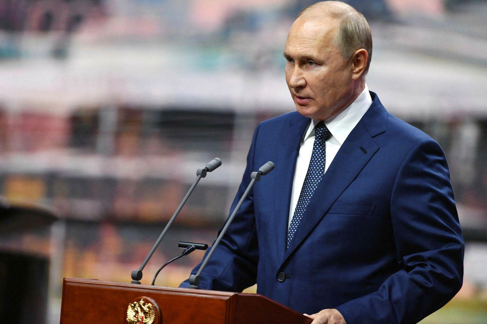 Pútín í sóttkví vegna smits innan Kremlar