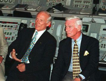 Mynd frá 1999 sem sýnir geimfarana Neil Armstrong, Gene Cernan og Edwin Aldrin sem allir ...