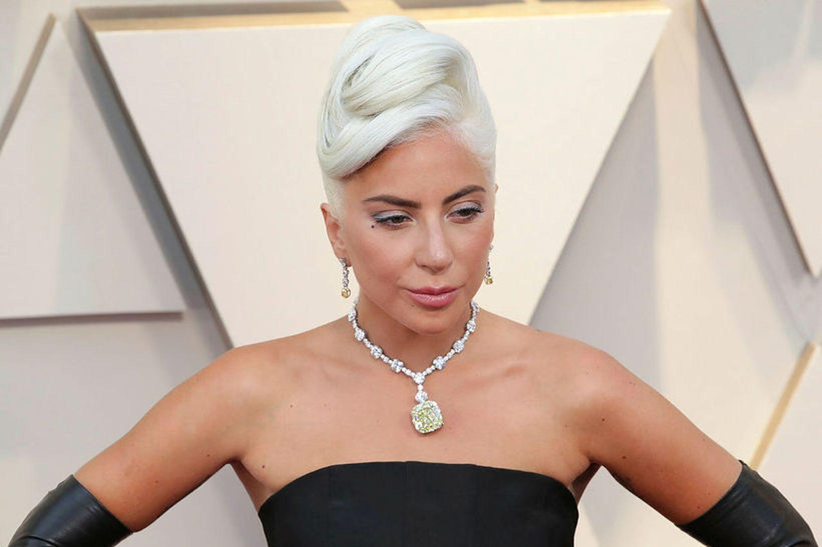 Aðstoðarmaður Lady Gaga var skotinn fjórum sinnum í bringuna og …
