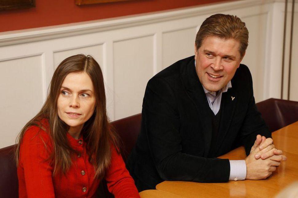 Katrín Jakobsdóttir og Bjarni Benediktsson á fundi með formönnum allra ...