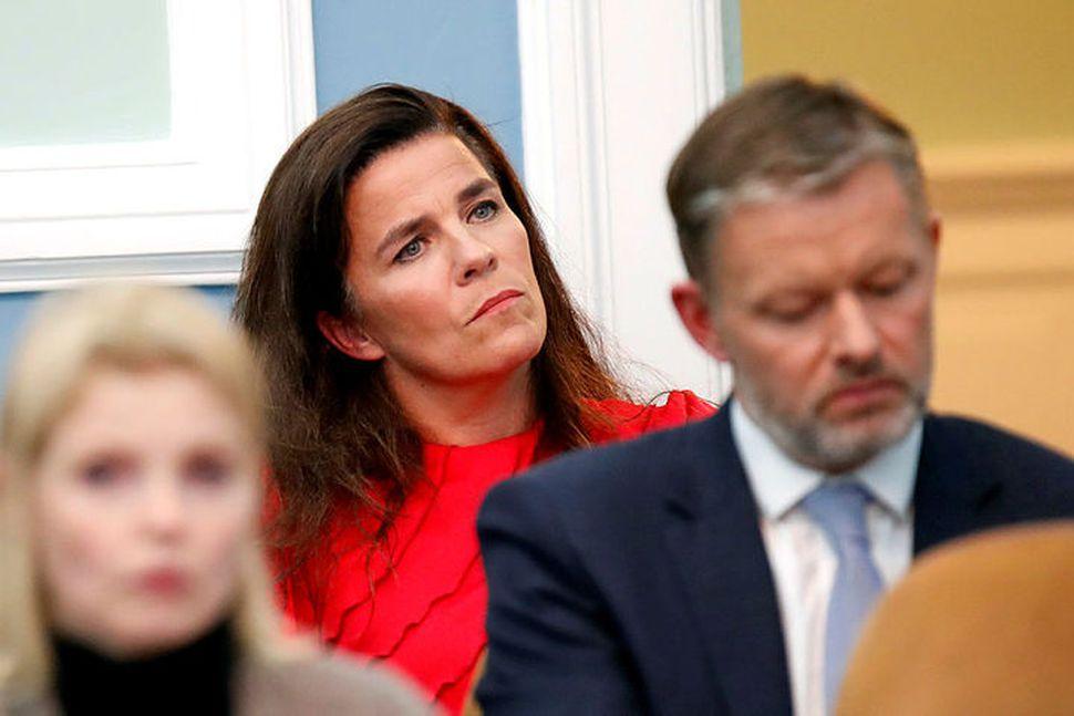 Helga Vala Helgadóttir hlýðir á stefnuræðu forsætiráðherra á Alþingi í ...