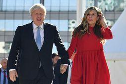 Boris og Carrie Johnson eiga von á sínu öðru barni saman. Carrie klæðist hér víðum …