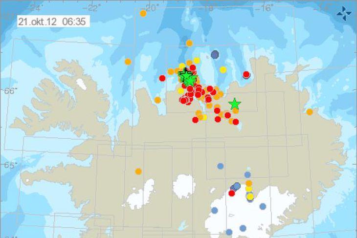Á þessu korti Veðurstofunnar frá kl. 06.36 í morgun sést vel virknin síðustu klukkustundir úti ...
