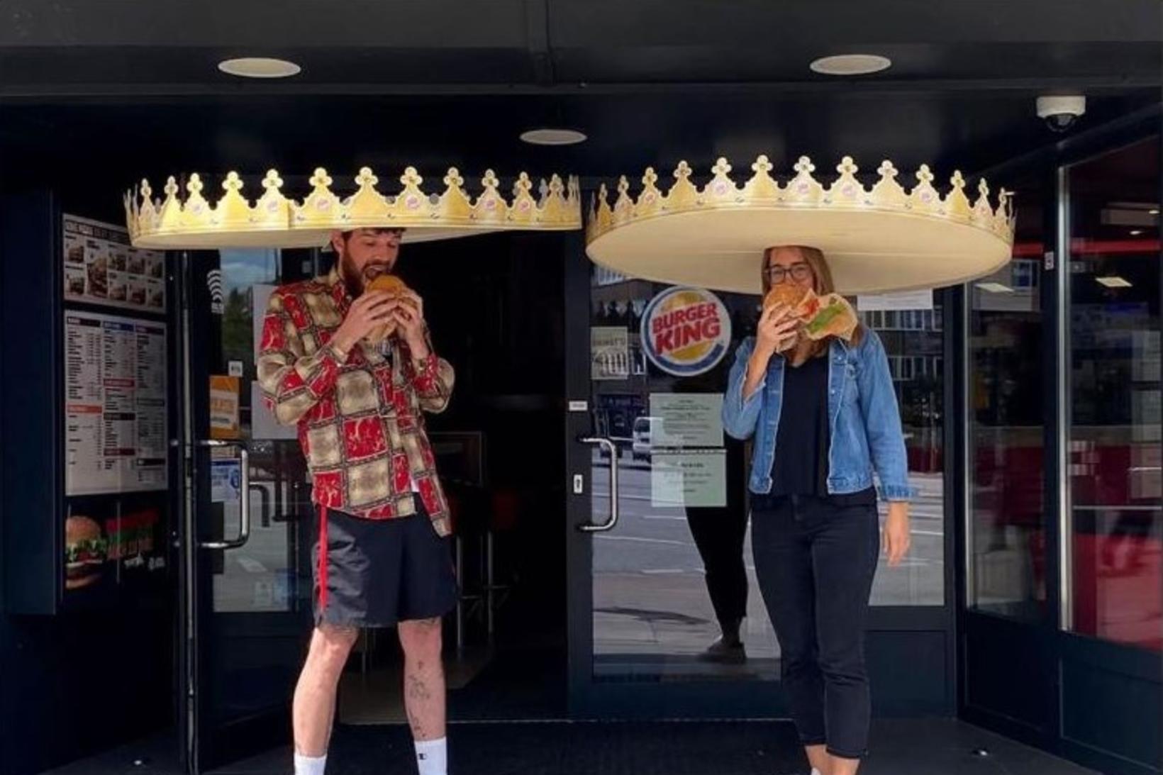 Burger King í þýskalandi eru útsjónarsamir og gefa fólki kórónur …