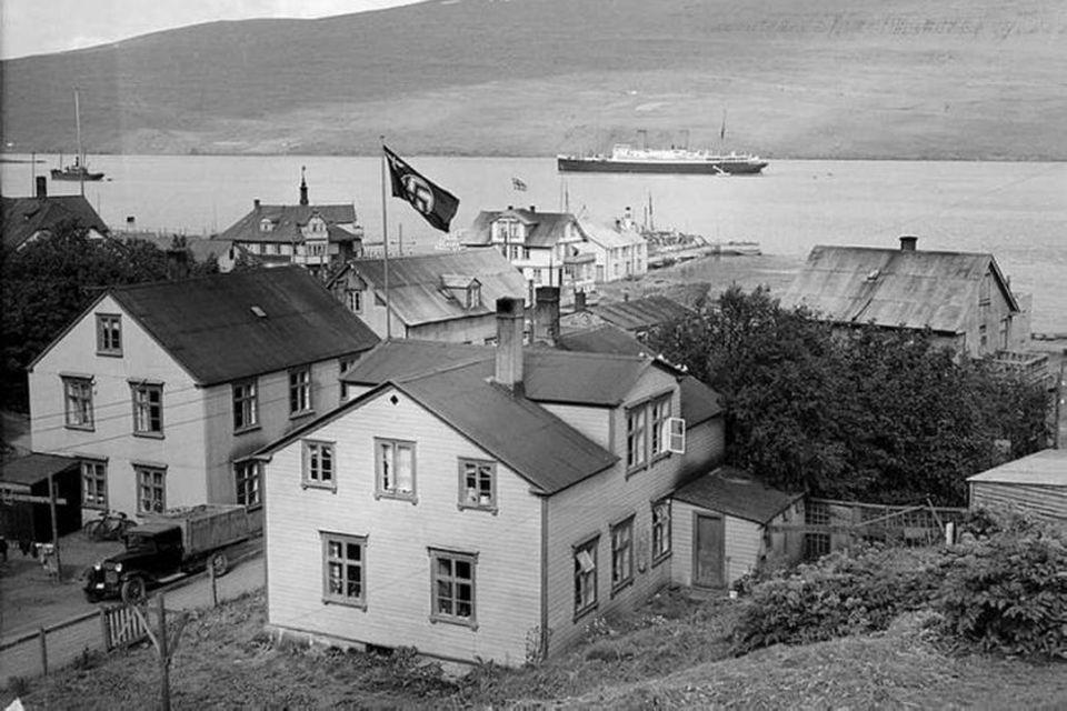 Nasistafáninn við hún á húsi Sigurðar Hlíðar ræðismanns Þjóðverja, Lækjargötu 3, árið 1938 eða 1939.