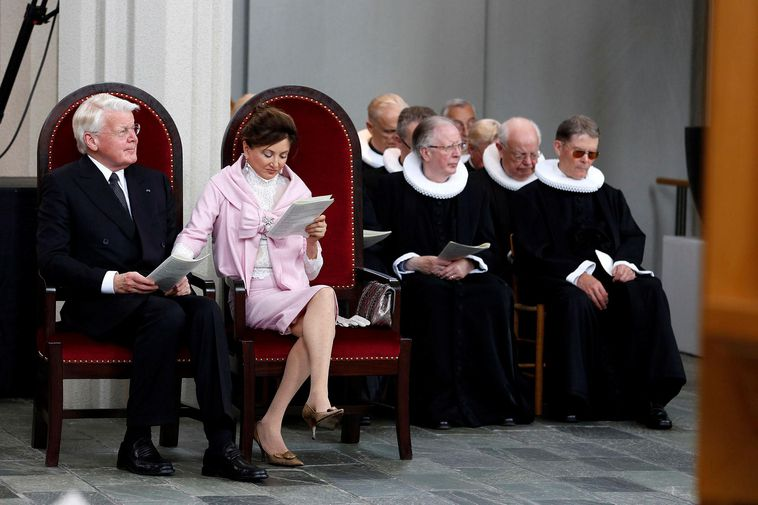 Grímsson and Moussaieff at the ordination of Iceland's first woman bishop in 2014.
